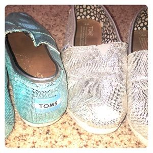 2 Pairs of Sparkling TOMS flats